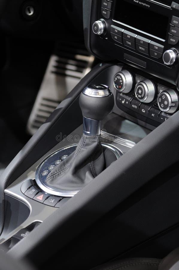 Palanca de engranaje del coche imagen de archivo libre de regalías