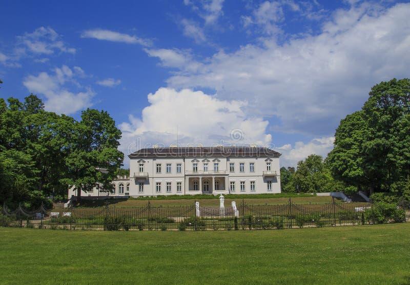 Palanga Litauen Maj 31 - 2016 Amber Museum i Palanga royaltyfria bilder
