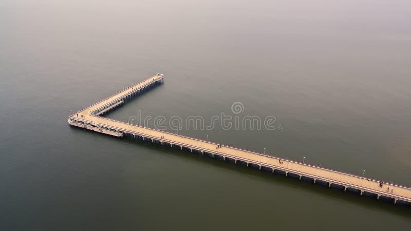 Palanga, Lituânia: vista superior aérea da ponte do mar foto de stock