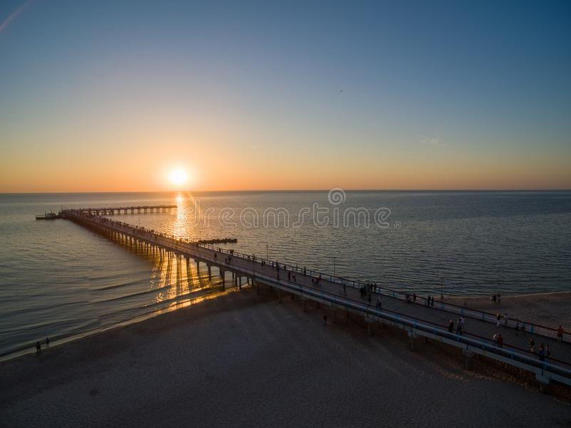 Palanga most w Lithuania ujawnienia zawodnik bez szans zmierzchu czas obrazy stock