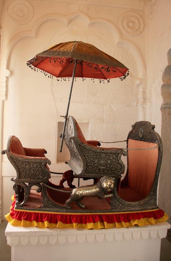 Palanquin su esposizione al museo forte di Mehrangarh, Jodhpur, India immagini stock