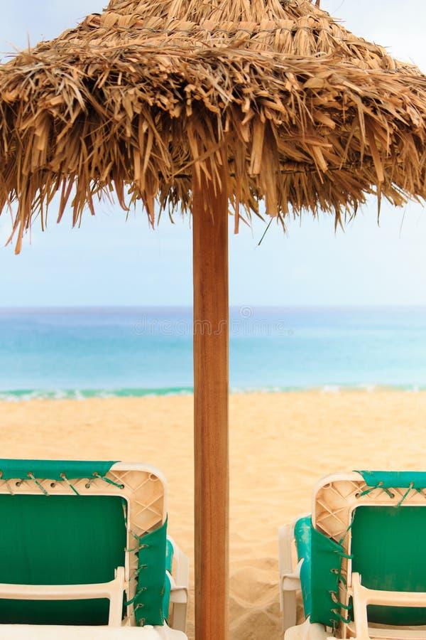 Palapa星期日屋顶沙滩伞在佛得角 免版税库存照片