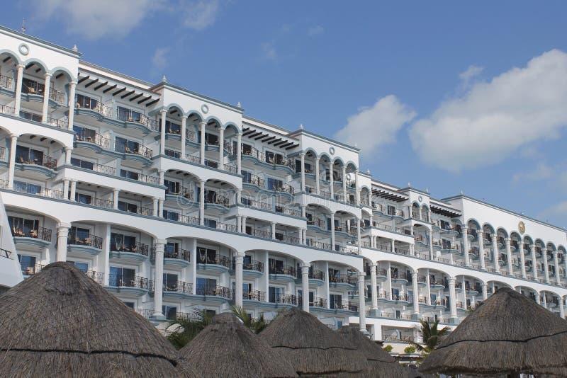 Palapas και δωμάτια ξενοδοχείου σε Cancun στοκ εικόνες