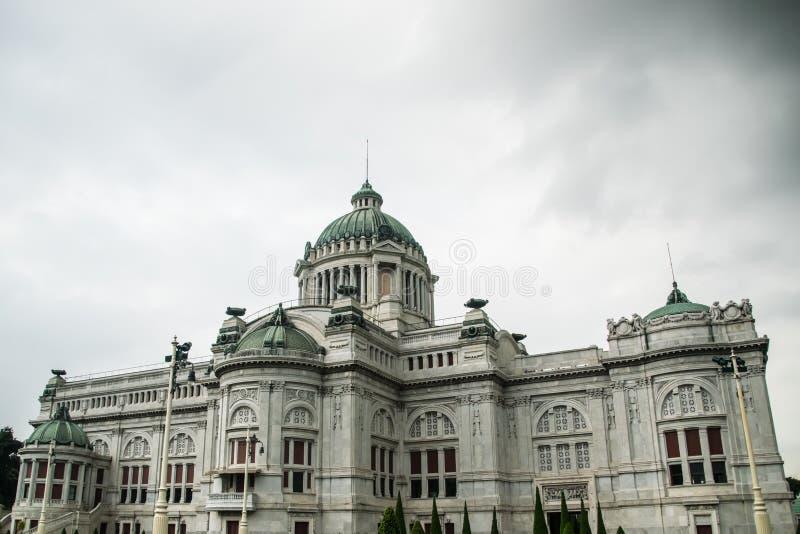 Palast Ananta Samakhom am Abend lizenzfreies stockbild