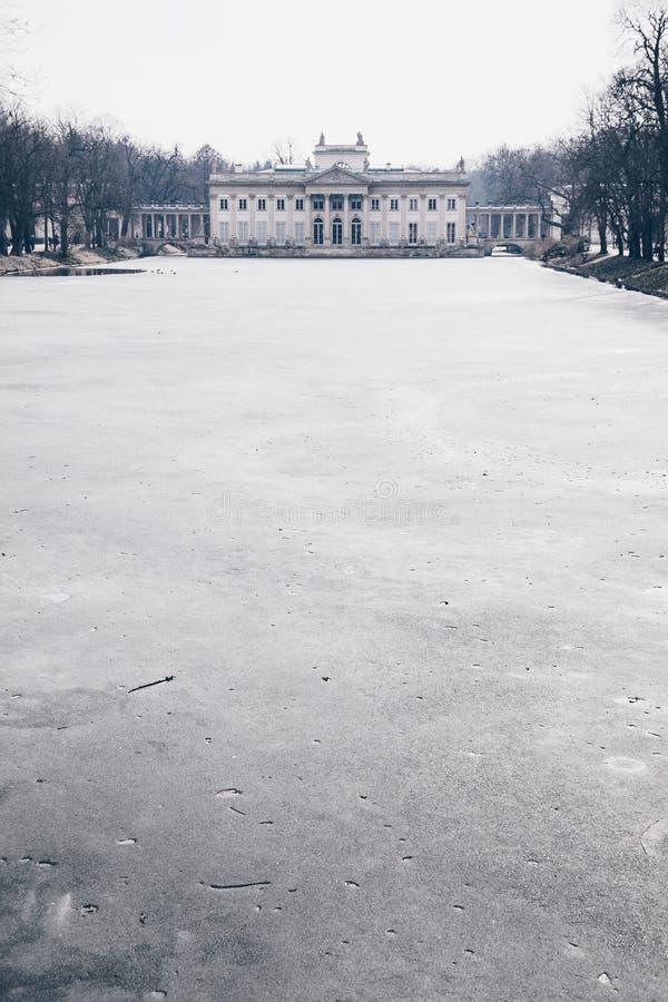 Palast auf dem wasser- königlichen Palast in Lazienki-Park am Winter in Warschau, Polen lizenzfreie stockfotos
