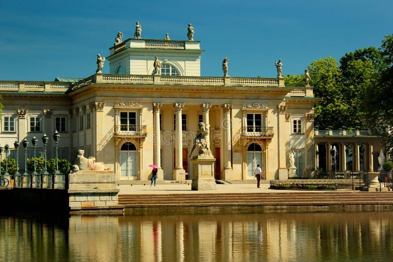 Palast auf dem Wasser in Lazienki-Park in Warschau, Polen lizenzfreie stockfotografie