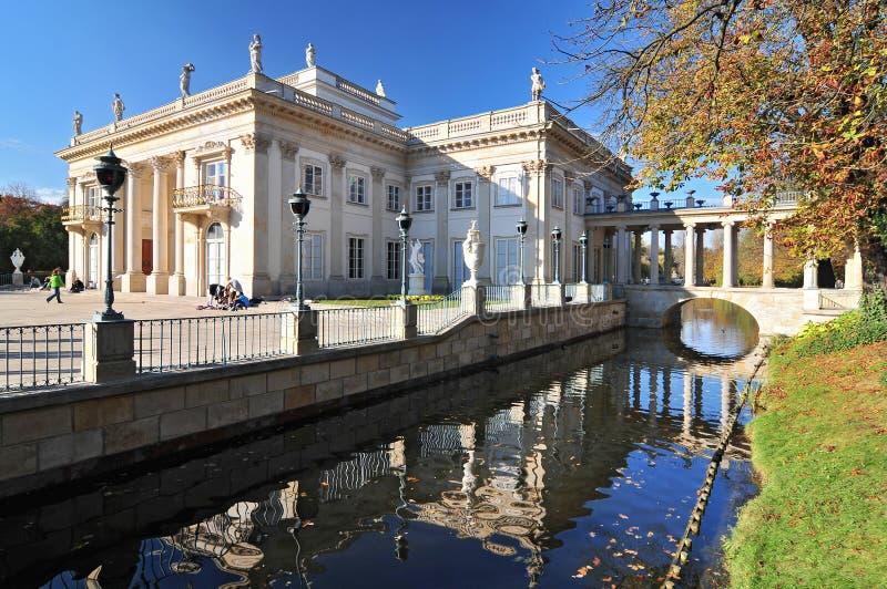 Palast auf dem Wasser in Lazienki-Park, Warschau, Polen stockfotografie