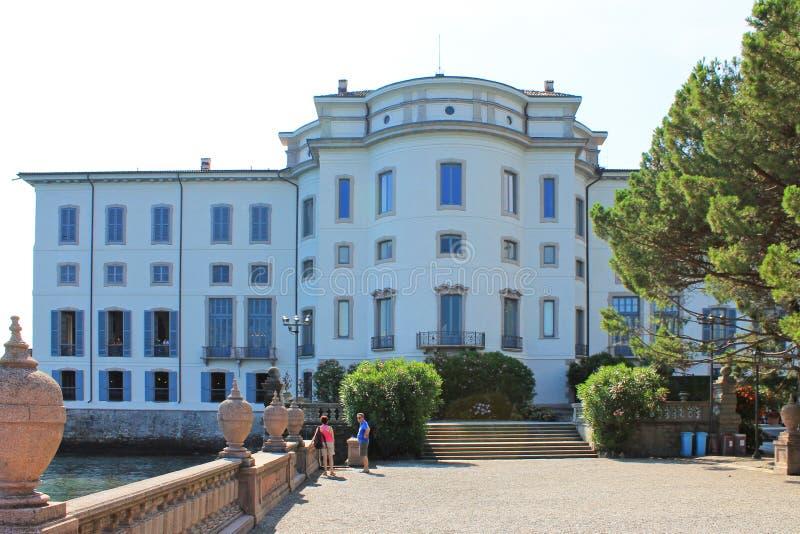Palast auf der Insel von Isola Bella auf See Maggiore am hellen Sommertag Italiens lizenzfreies stockbild