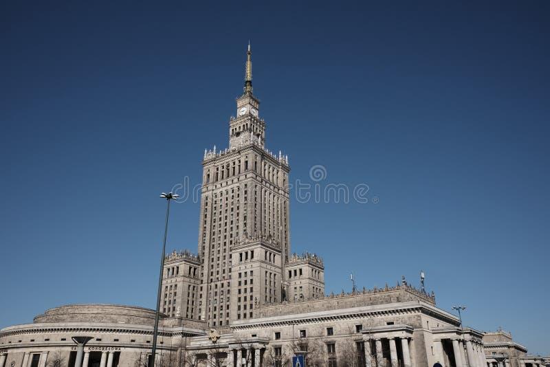 Palast der Kultur in Warschau lizenzfreie stockbilder