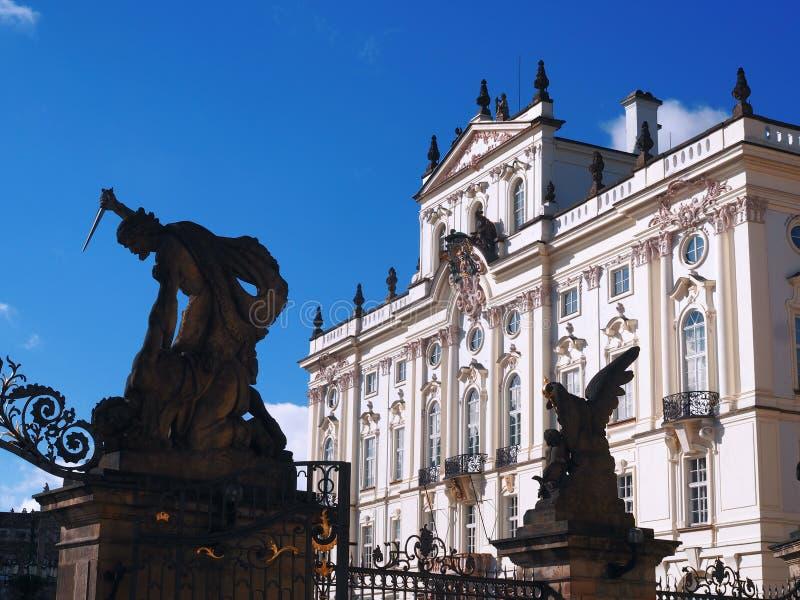 Palast des Erzbischofs in Prag lizenzfreie stockbilder