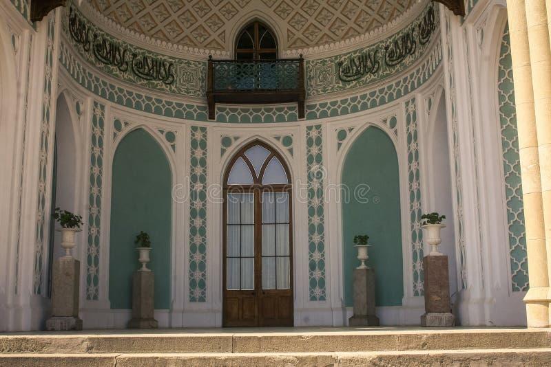 Palast-Haupteinstiegstür-Marmor-Vasen Krim Vorontsov stockbild