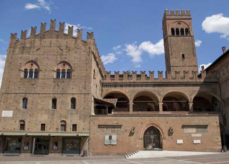 Palast im Bolognahauptquadrat lizenzfreies stockfoto