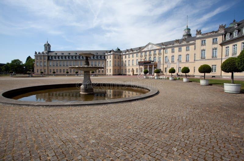 Palast in Karlsruhe Deutschland lizenzfreies stockbild