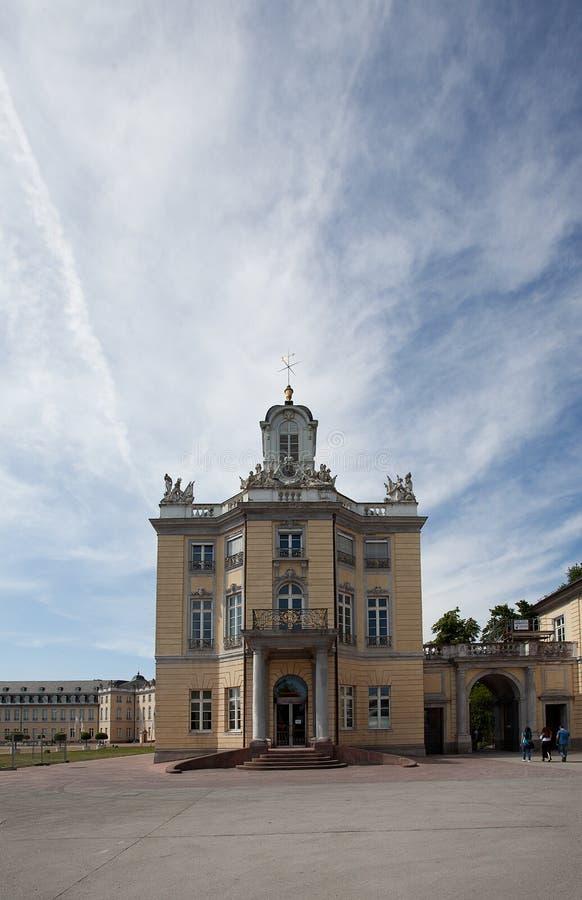 Palast in Karlsruhe Deutschland stockfotos