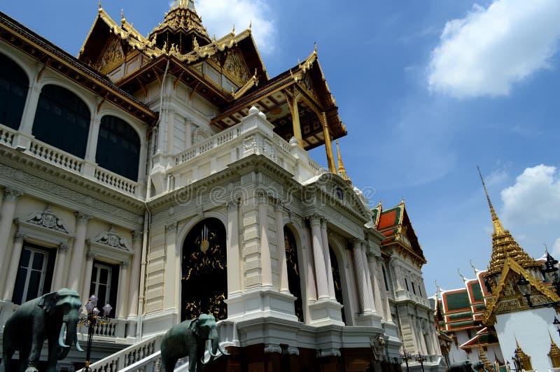 Palast in Thailand lizenzfreie stockfotografie