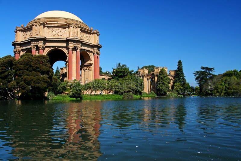 Palast von schönen Künsten gegen blauen Himmel in San Francisco stockbild