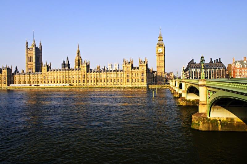 Palast von Westminster und von Brücke lizenzfreie stockfotografie
