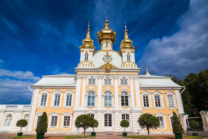 Palastkirche von St Peter und von Paul in Peterhof lizenzfreie stockfotografie