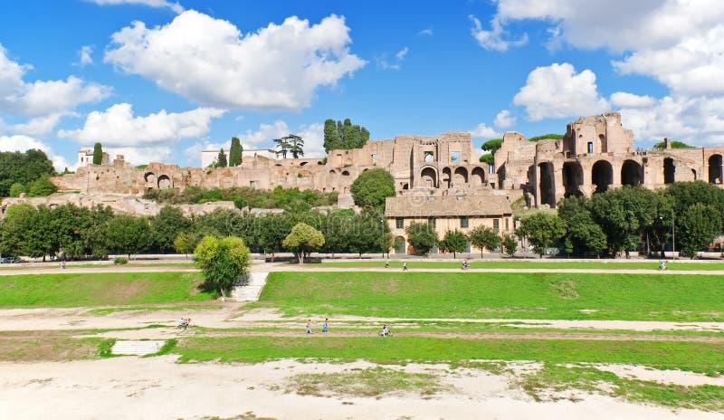 Palatine小山宫殿和马戏Maximus废墟在罗马 图库摄影