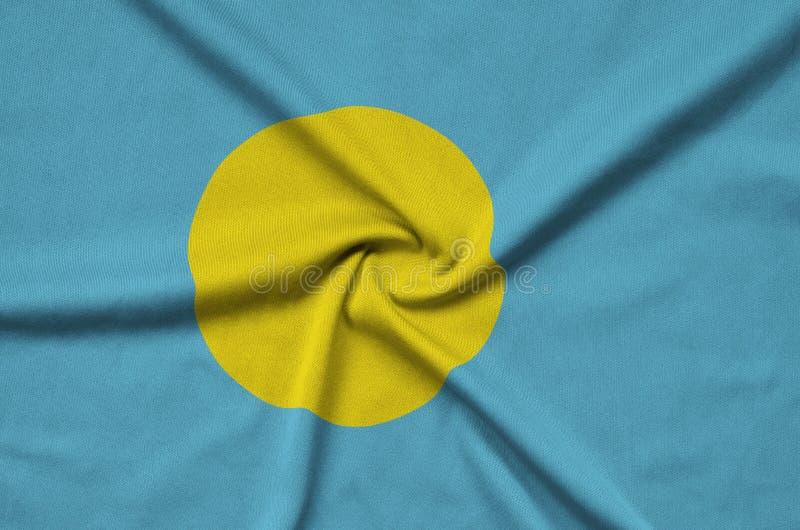 Palau embandeira é descrito em uma tela de pano dos esportes com muitas dobras Bandeira da equipe de esporte foto de stock