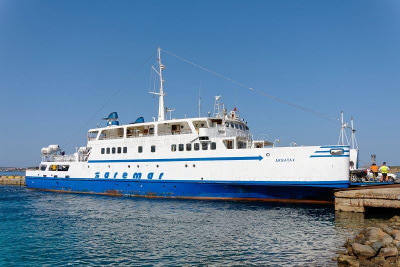 PALAU, SARDINIA/ITALY - MAJ 17: Arbatax samochodowy prom w doku przy Pa obraz royalty free