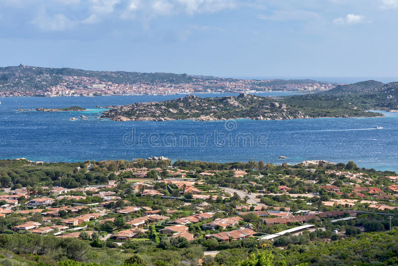PALAU, SARDINIA/ITALY - MAJ 21: Widoku puszek Palau w Sardinia obrazy stock