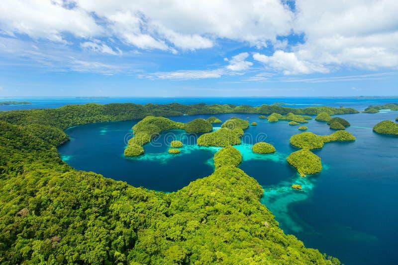 Palauiska öar från över arkivfoton