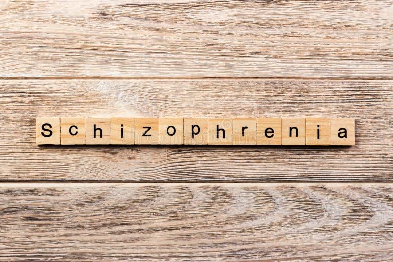 Palavra da esquizofrenia escrita no bloco de madeira texto na tabela, conceito da esquizofrenia foto de stock royalty free