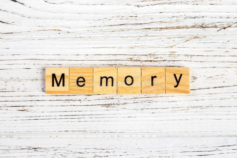 Palavra da MEMÓRIA feita com conceito de madeira dos blocos fotos de stock royalty free
