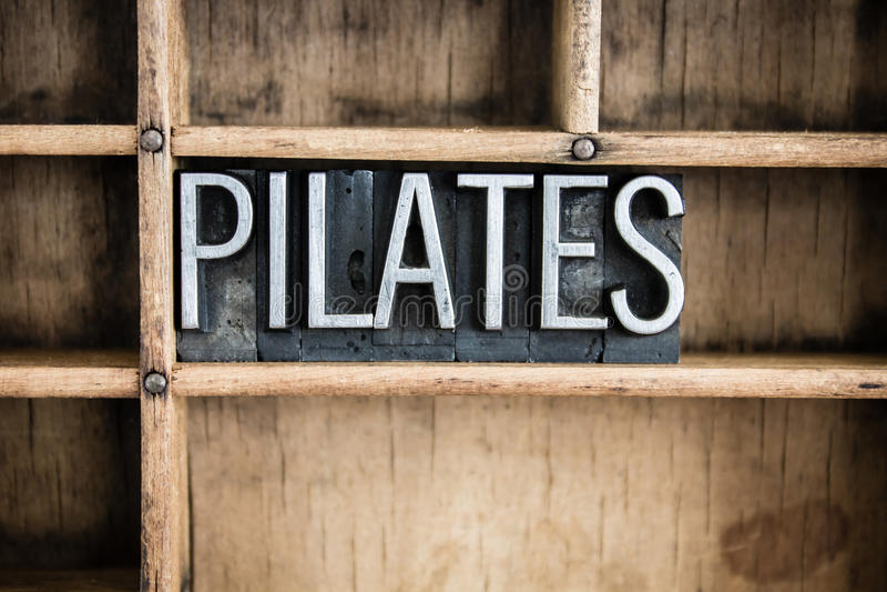 Palavra da tipografia do metal do conceito de Pilates na gaveta fotos de stock royalty free
