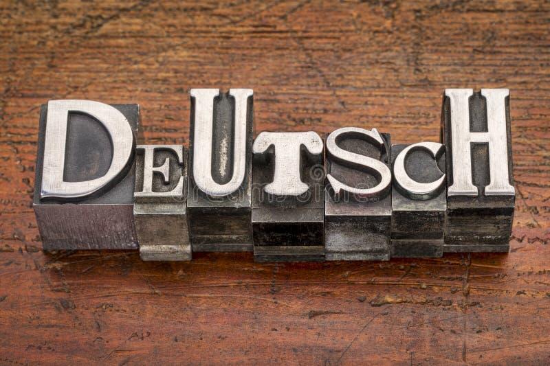 Palavra de Deutsch no tipo do metal fotografia de stock