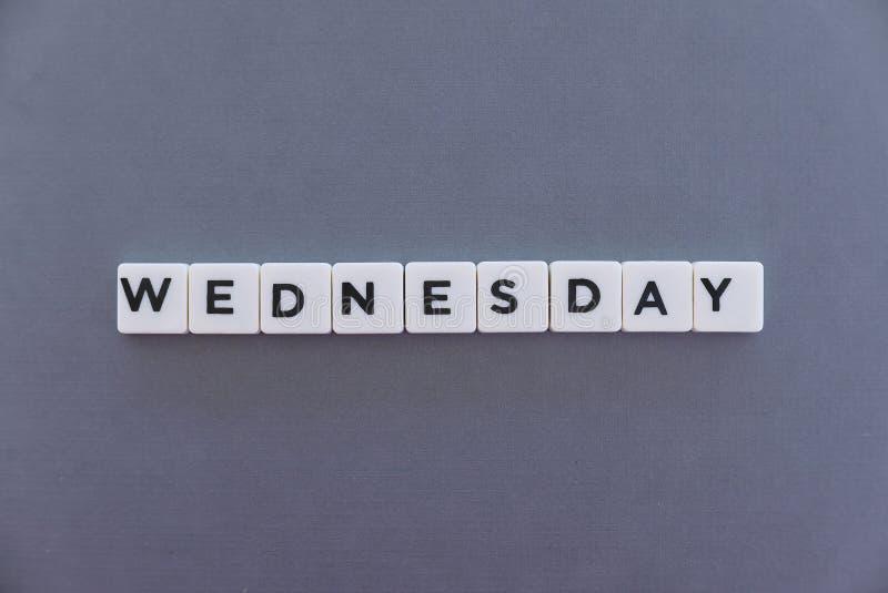 Palavra de quarta-feira feita da palavra quadrada da letra no fundo cinzento fotografia de stock royalty free