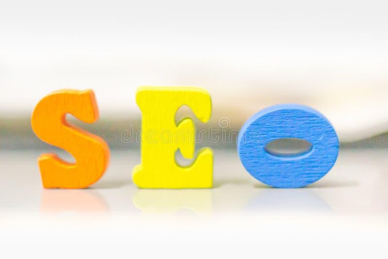Palavra de Seo recolhida de elementos de madeira Conceito da classificação da otimização do Search Engine a ideia de promove o tr imagem de stock royalty free