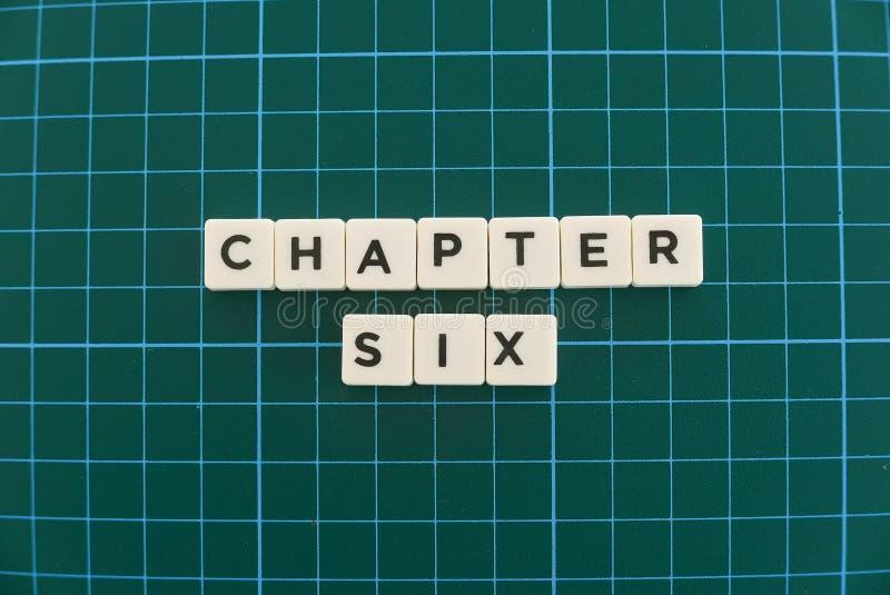 A palavra do capítulo seis fez da palavra quadrada da letra no fundo quadrado verde da esteira fotos de stock royalty free