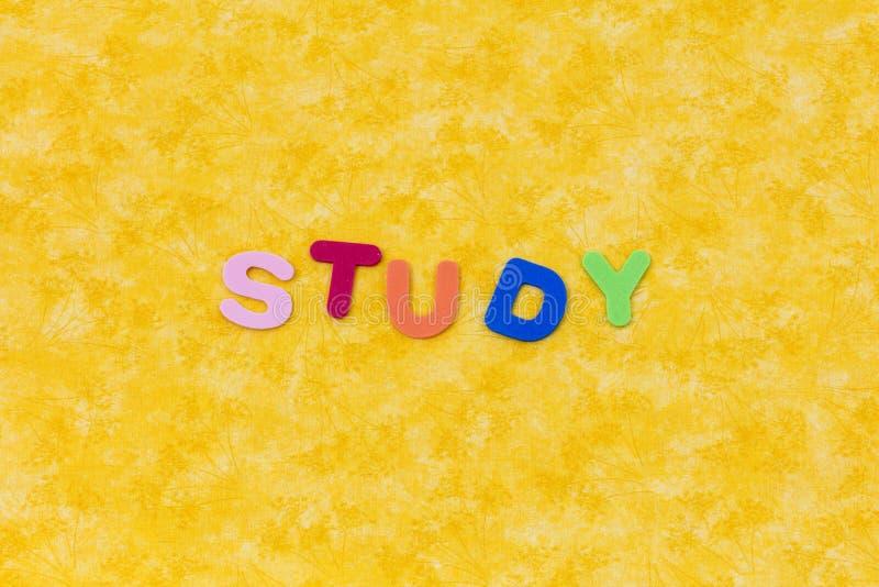 A palavra do estudo aprende leu o brinquedo da espuma da escola do período imagem de stock royalty free