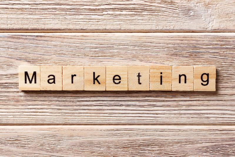 Palavra do mercado escrita no bloco de madeira Texto na tabela, conceito do mercado fotografia de stock