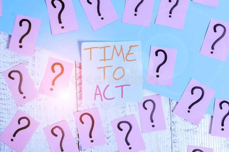 Palavra escrevendo texto Hora de Agir Conceito de negócios para fazer agora Resposta imediata Algo precisa ser feito Escrevado fotografia de stock