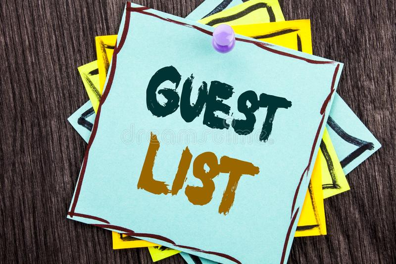 Palavra, escrita, conceito do negócio da lista do convidado do texto para o casamento planeando ou lista importantes dos convidad foto de stock