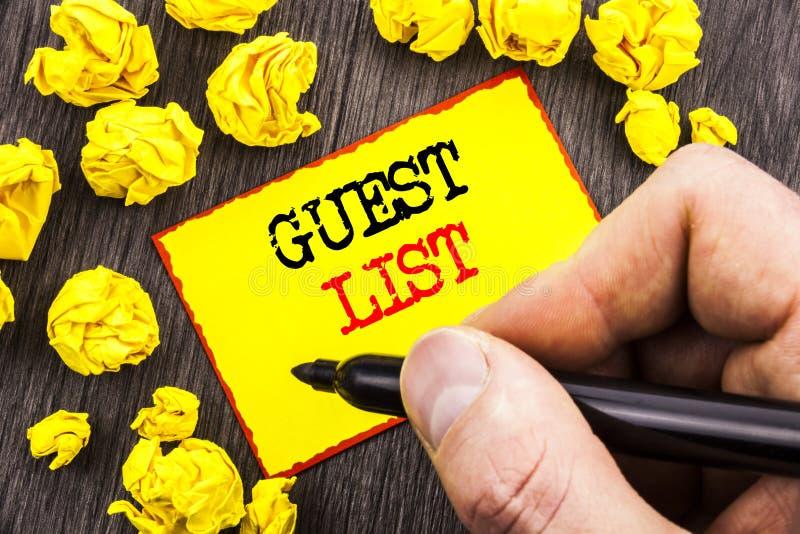 Palavra, escrita, conceito do negócio da lista do convidado do texto para o casamento planeando ou lista importantes dos convidad fotos de stock
