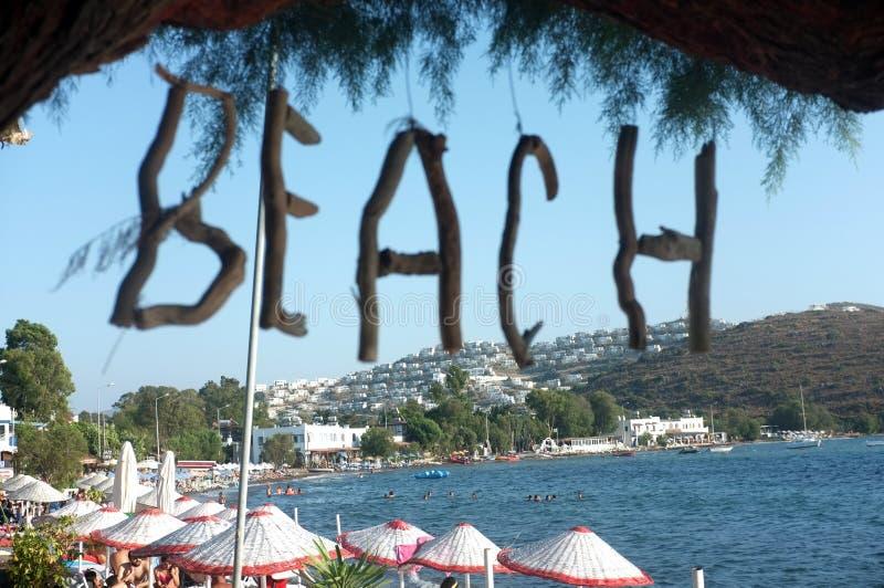 Palavra feito a mão da praia em letras de madeira fotos de stock royalty free