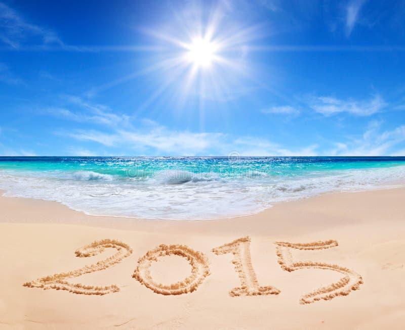 Palavra 2015 na praia tropical fotografia de stock