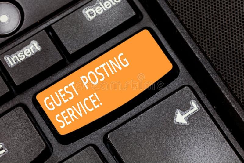 Palavra que escreve o serviço da postagem do convidado do texto O conceito do negócio para o ato de contribuir um cargo ao outro  fotografia de stock