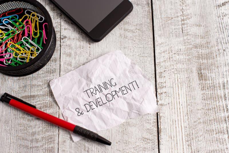 Palavra que escreve o treinamento e o desenvolvimento do texto O conceito do negócio para a aprendizagem adicional Organize exped imagens de stock royalty free