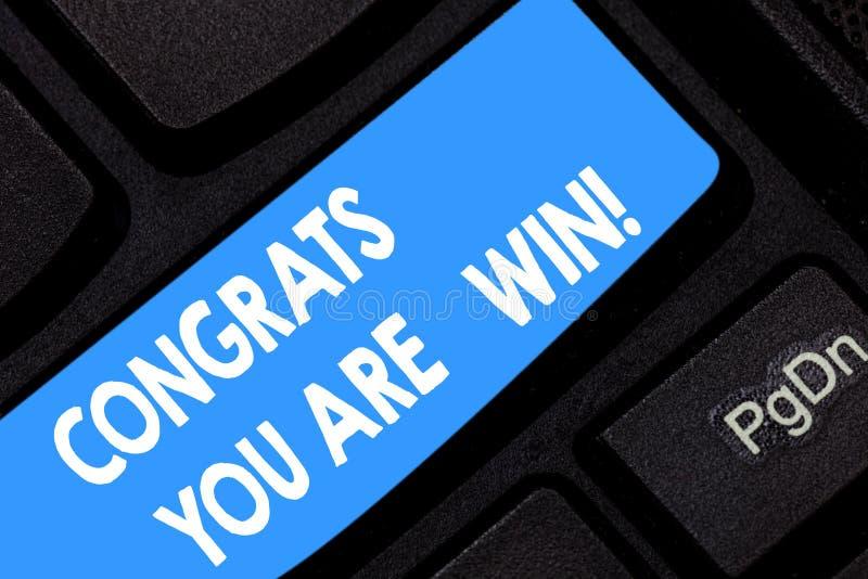 A palavra que escreve a texto Congrats o é vitória Conceito do negócio para felicitações para o seu para realizar o vencedor da c fotografia de stock