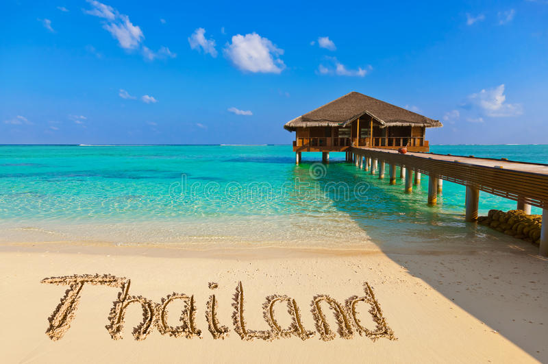 Palavra Tailândia na praia imagens de stock royalty free