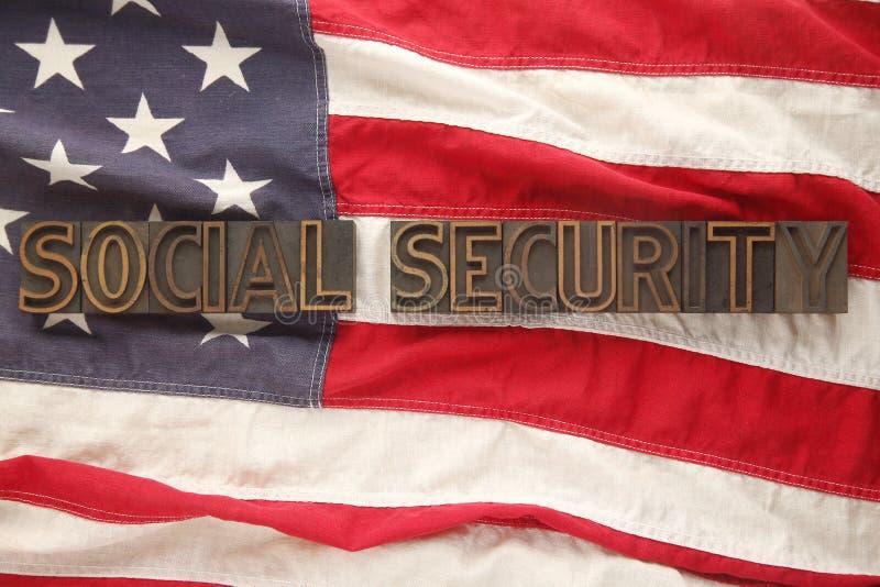 Palavras da segurança social na bandeira dos EUA imagens de stock royalty free