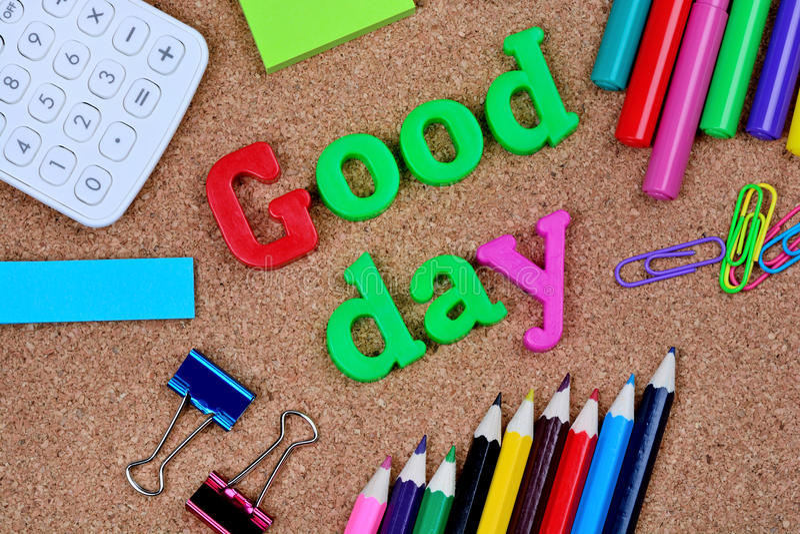 Palavras do bom dia no fundo da cortiça fotos de stock