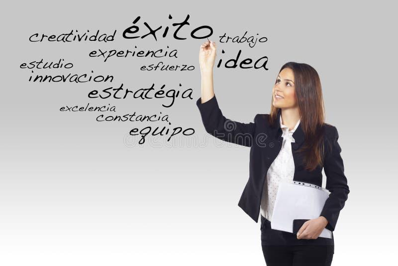 Palavras do espanhol do negócio da escrita da mulher nova fotos de stock royalty free