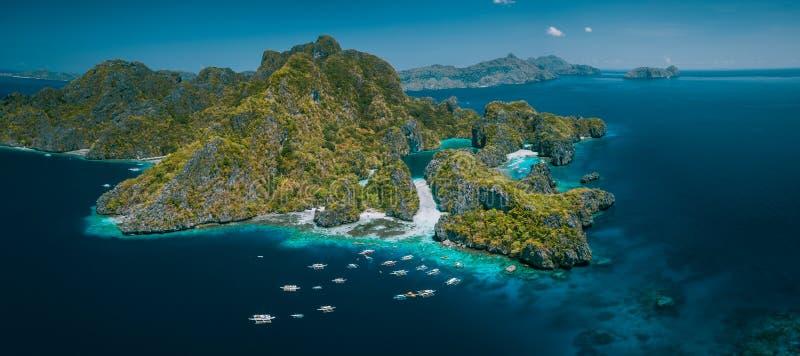 Palawan, cenário natural do panorama aéreo de Filipinas da ilha tropical de Miniloc com a lagoa grande e pequena EL Nido fotos de stock