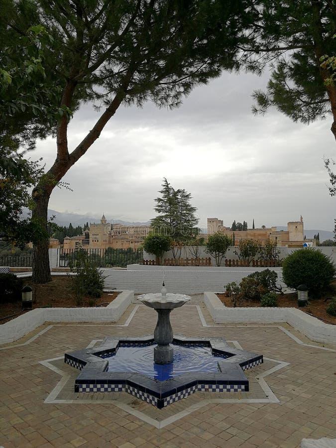 Palazzi di alhambra a granada dalla moschea immagine for Palazzi di una storia